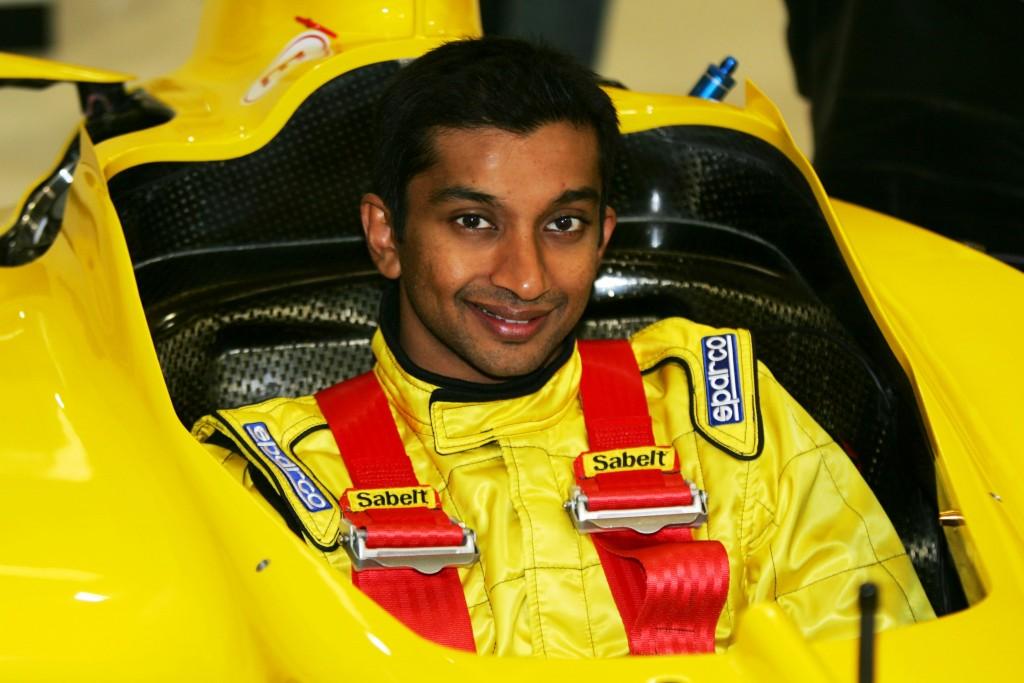 Narain Karthikeyan (IND) Jordan has his seat fitting. Jordan Seat Fitting, Jordan HQ, Silverstone, England, 3 February 2005. DIGITAL IMAGE